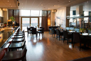 Scandic-Hallandia-Restaurant-Bar.jpg