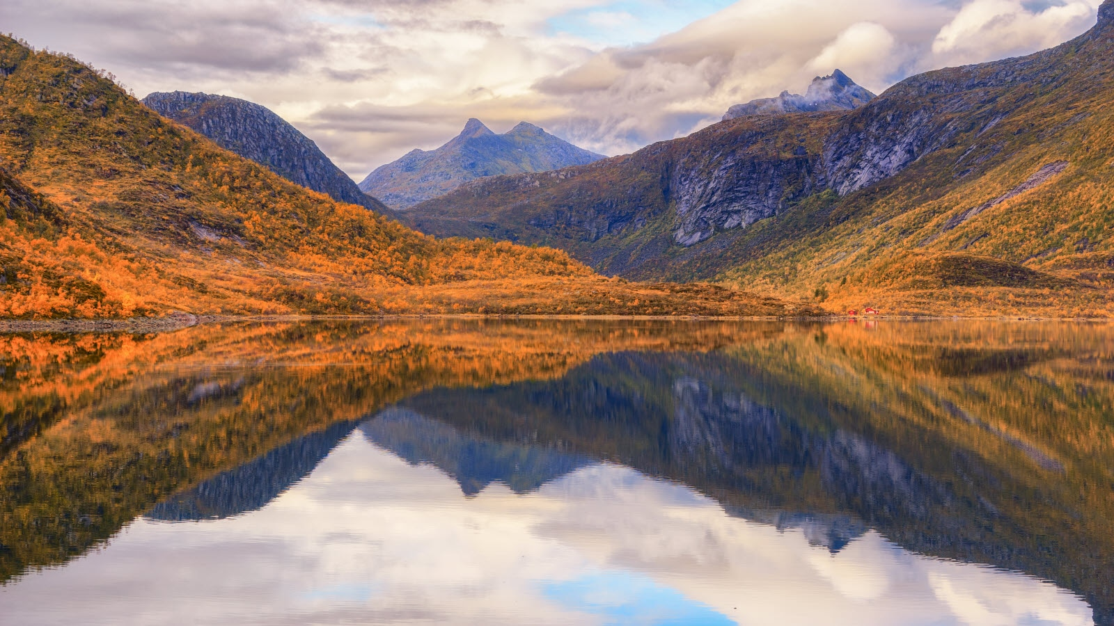 Lofoten lake a day in autumn