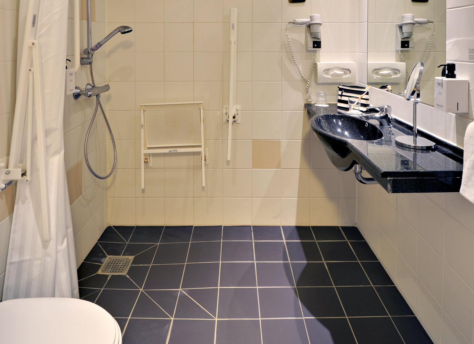 Scandic Kolding, accessibility, bathroom