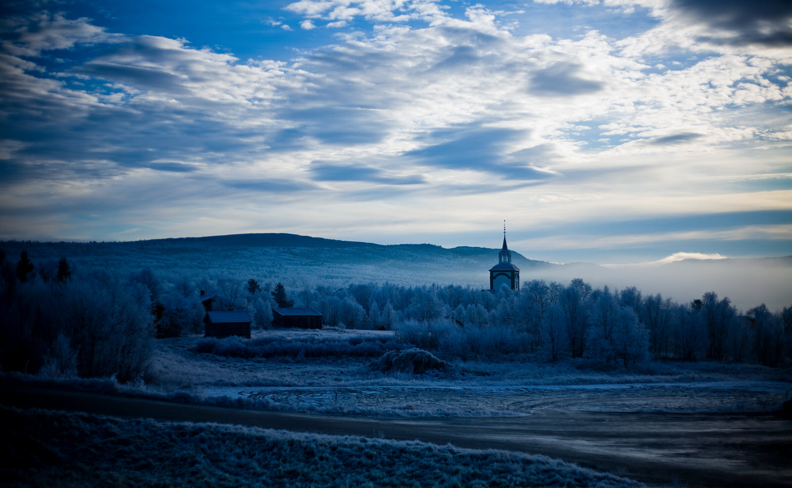 2185938-rros-cold-morning_by_Kjell_Jakobsen.jpg