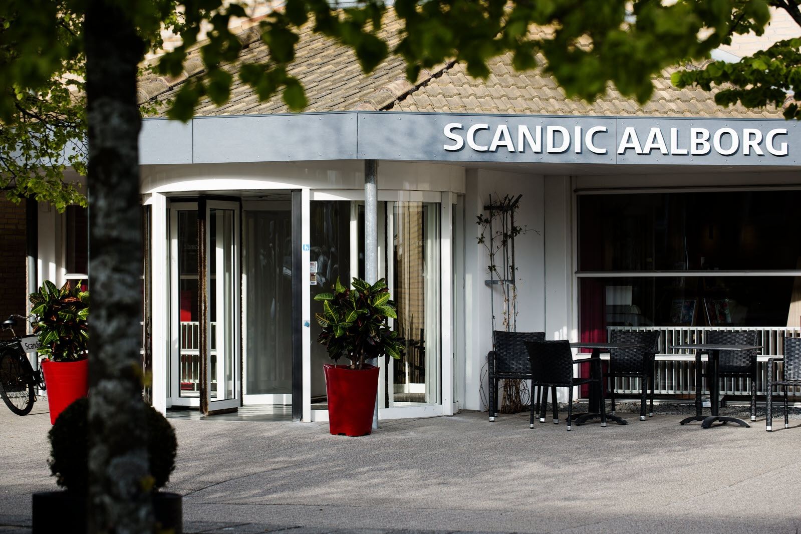 Scandic Aalborg, hotel entrance, day time