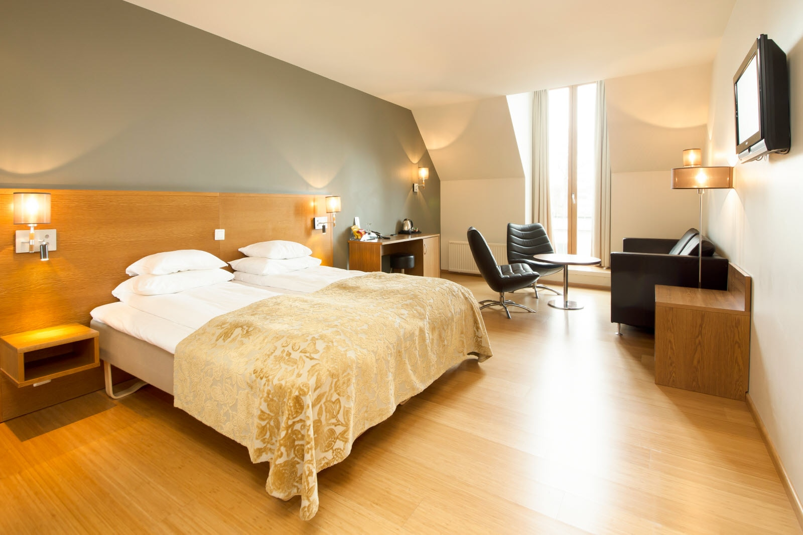 Scandic Parken, Alesund, junior suite, bed