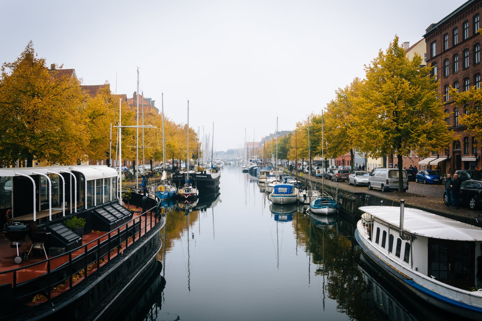 Autumn color and boats along the Christianshavn Canal.