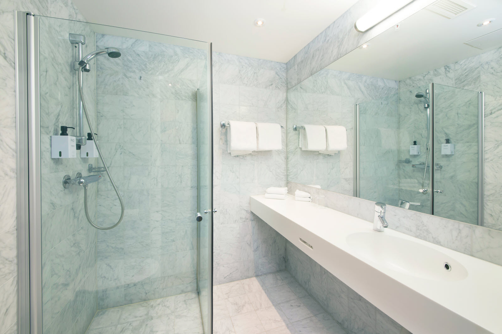 Scandic Parken, Alesund, standard room, bathroom, bath