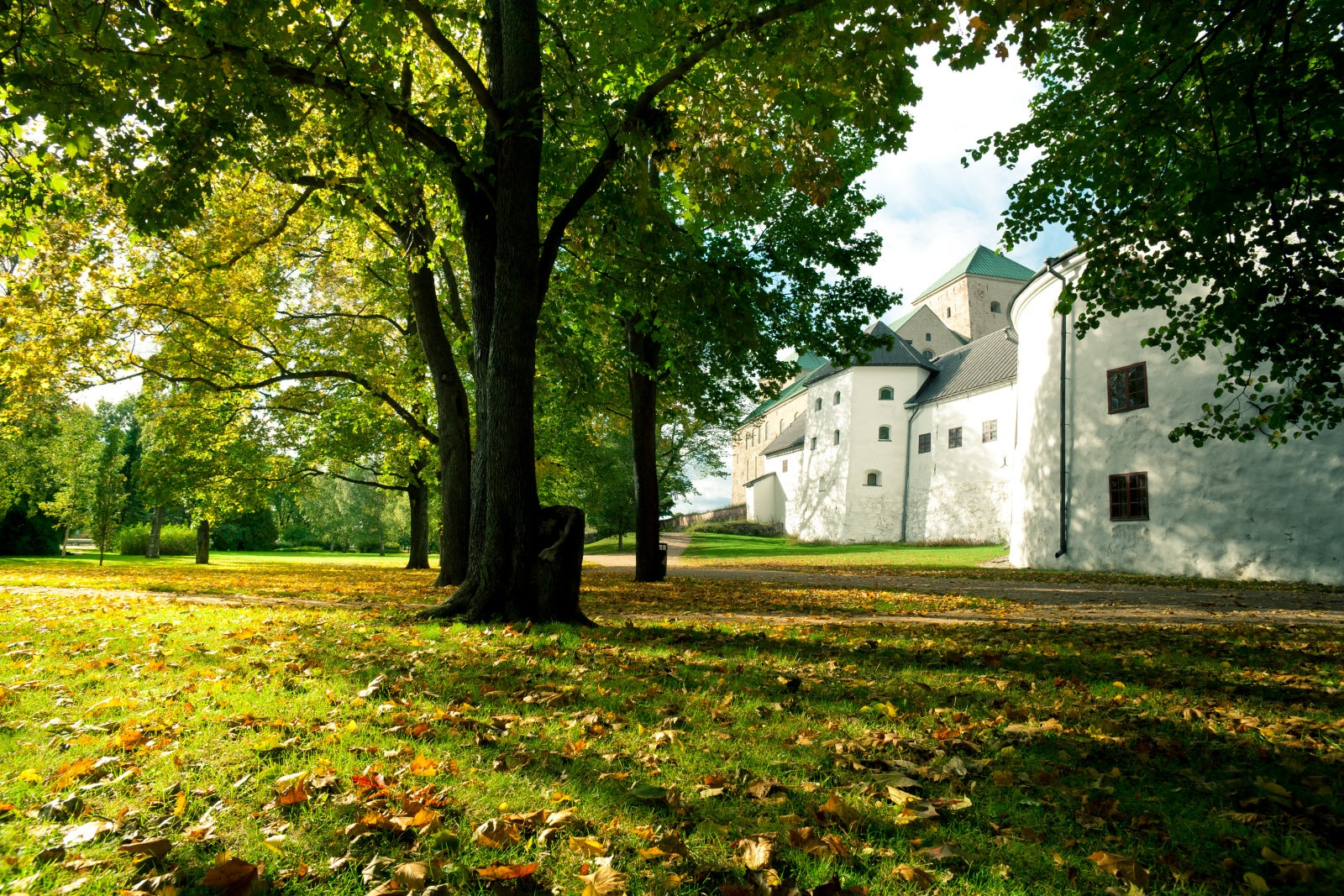 Turku_TurkuCastle_autumn.jpg