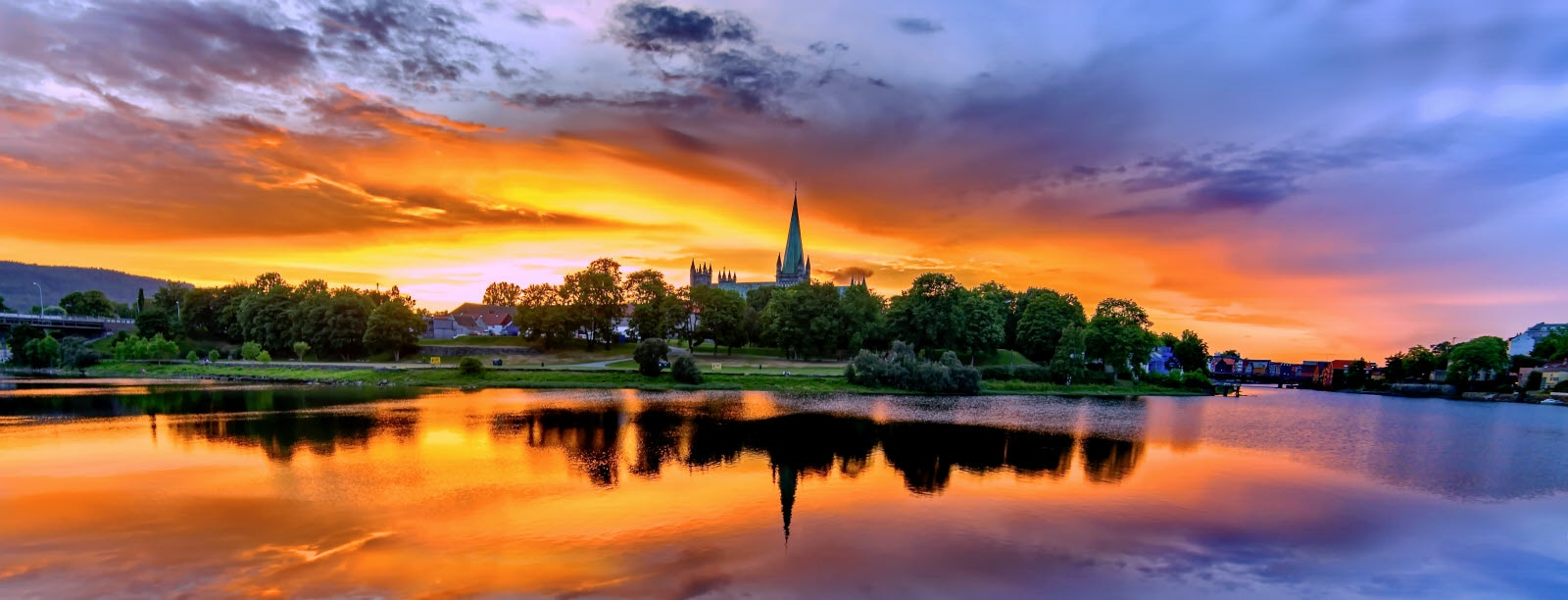 stock-photo-sunset-over-nidarosdomen-112255565_Sun.jpg