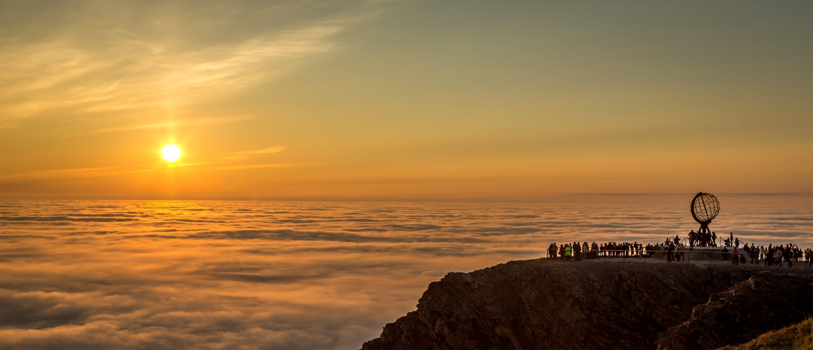 shutterstock_221661544-ny_Midnight_Sun_North_Cape.jpg