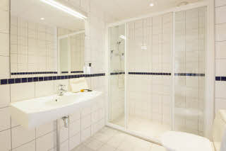 Scandic Scandinavie, Alesund, standard room, bath, bathroom